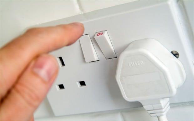 Lepaskan posisi stecker /colokan listrik yang standby