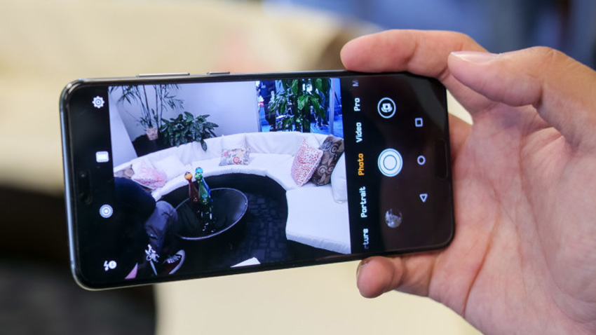 Huawei P20 - Handphone dengan Kamera Terbaik