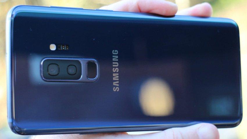 Samsung Galaxy S9+ - Handphone dengan Kamera Terbaik